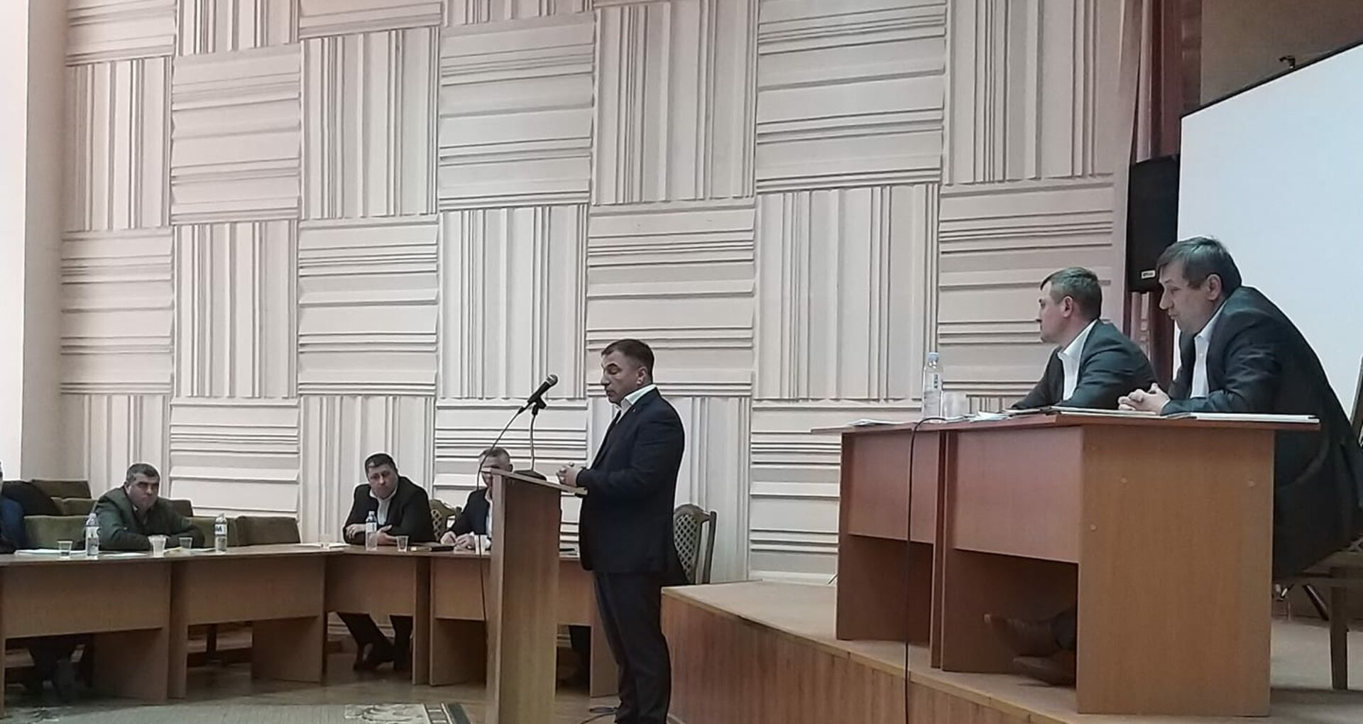 Șeful Agenției pentru Supravegherea Tehnică, Radu Vasile și-a dat demisia. Fostul director, Ghenadie Sajin vrea să revină ca jurist la AST