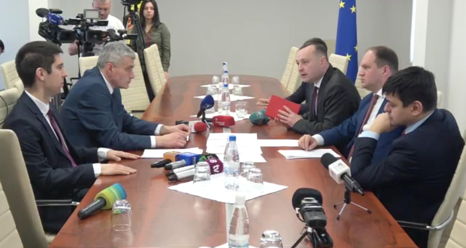 VIDEO/ Negocieri fără rezultat. Cum au decurs discuțiile dintre PSRM și Blocul ACUM