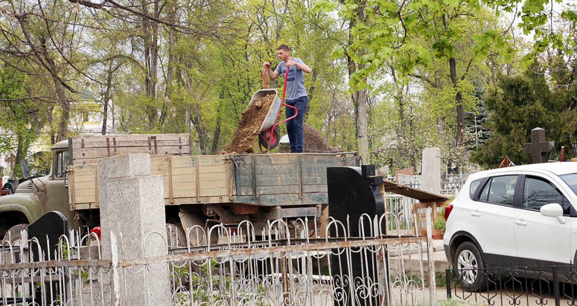 Cum se pierd mormintele de importanță istorică la Cimitirul Central din Chișinău