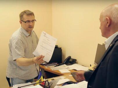 VIDEO/ Secretarul general al Parlamentului și-a dat demisia. Momentul în care deputații îi cer să aprindă lumina în sala de ședințe