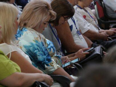 REPORTAJ FOTO/ Congresul și telefoanele