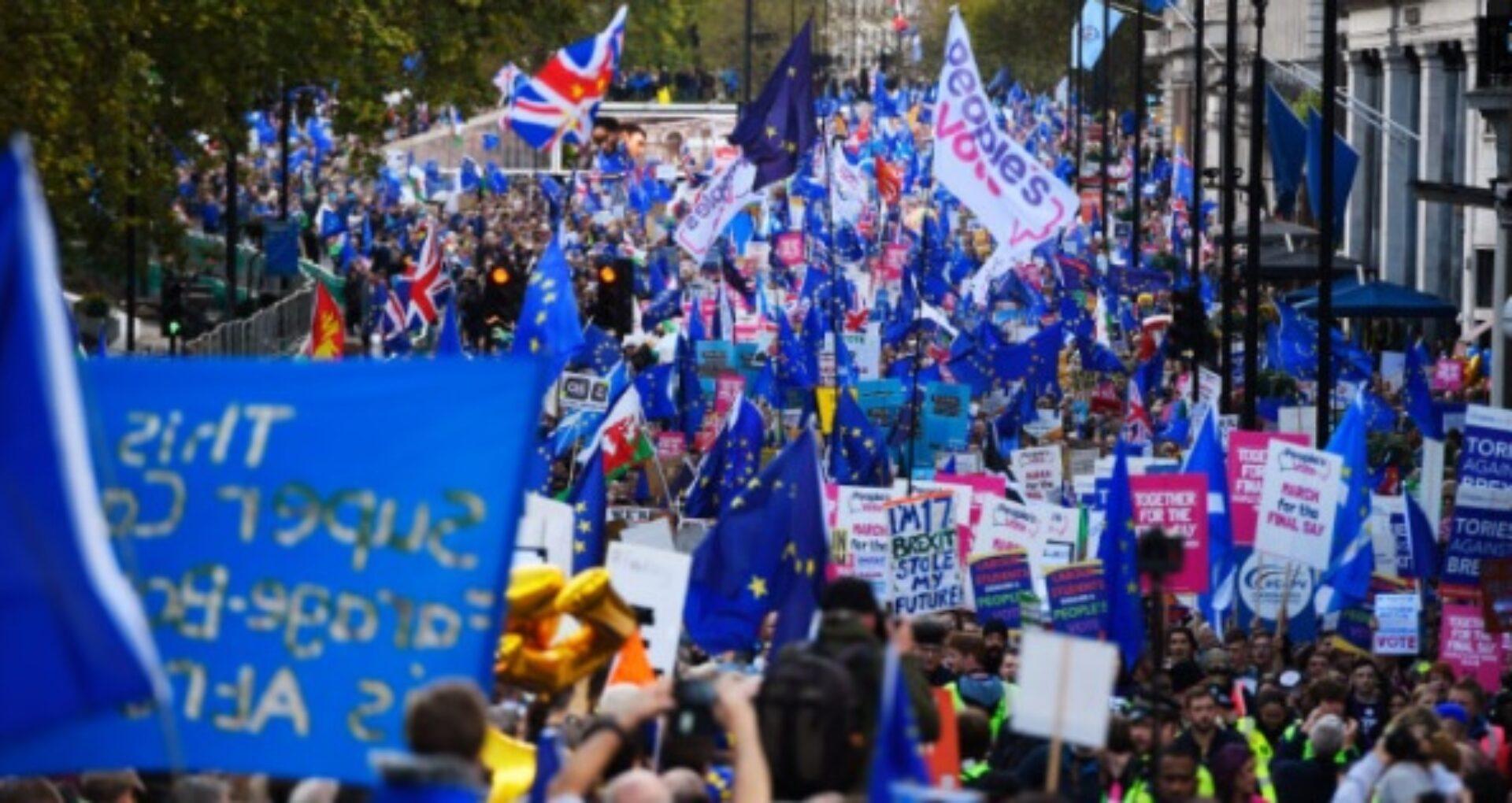 Manifestație masivă în Londra. Votul asupra acordului de retragere a fost amânat