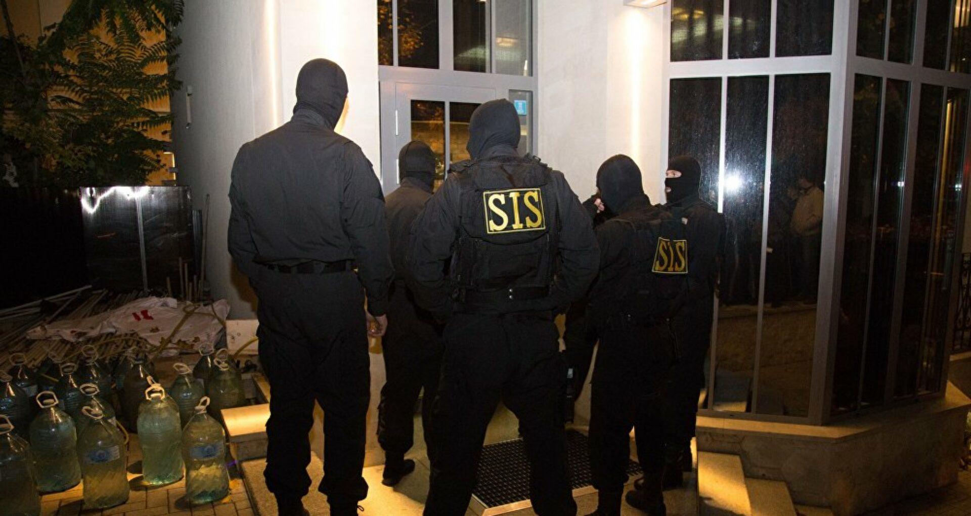 Cinci persoane au fost reținute într-un dosar penal care vizează inviolabilitatea vieții personale a unui judecător. PCCOCS anunță că au avut loc mai multe descinderi pe acest caz