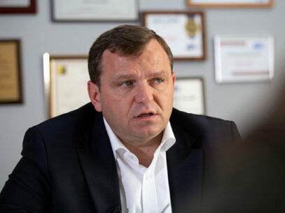 Alegeri prezidențiale/ Năstase – primul pretendent care a prezentat semnăturile la CEC