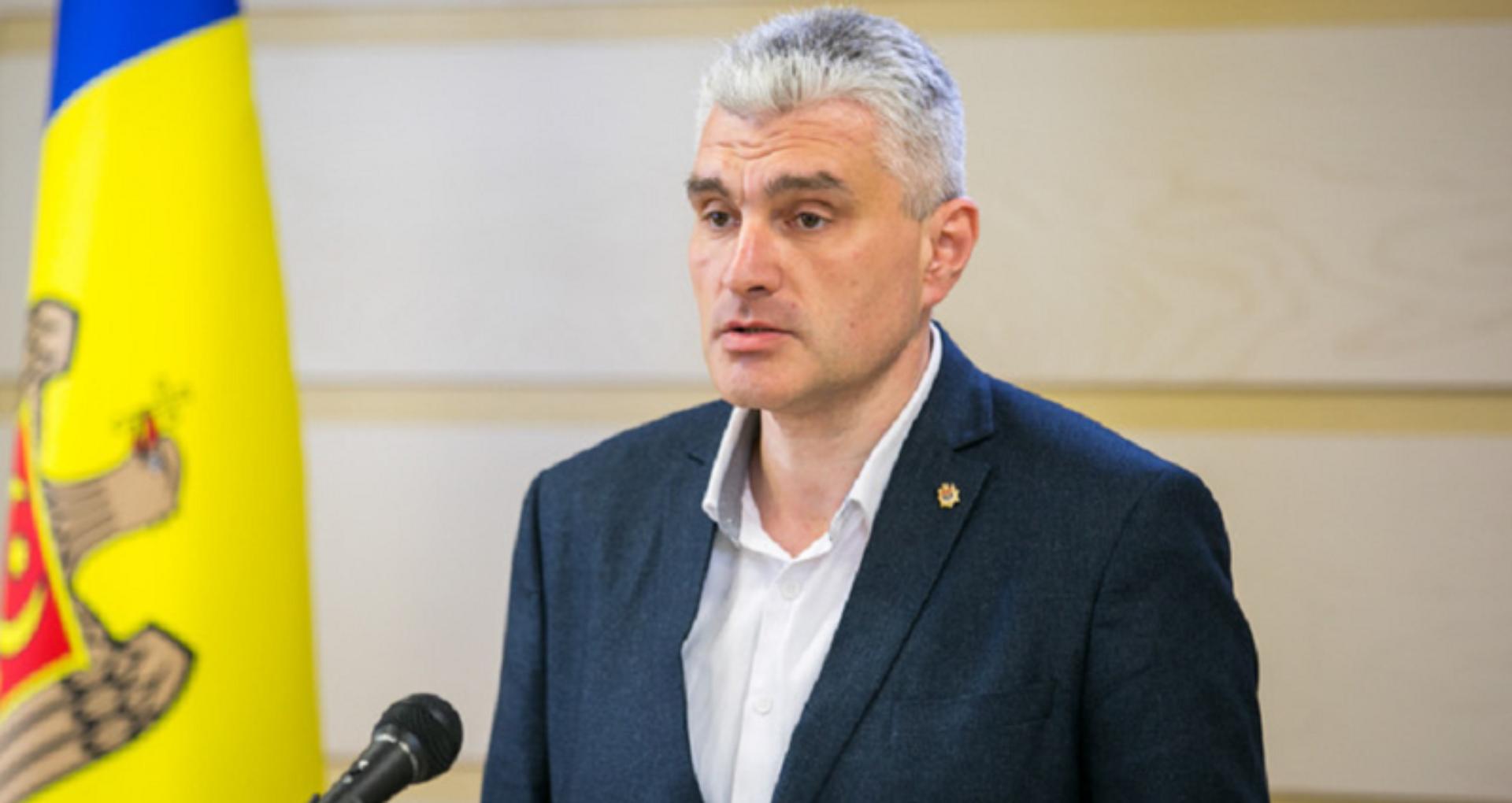 """Slusari îndeamnă candidații din cursa de la Hîncești să se retragă în favoarea lui Cobzac: """"Există riscul ca într-o circumscripție pro-europeană să câștige un candidat anti-european"""""""