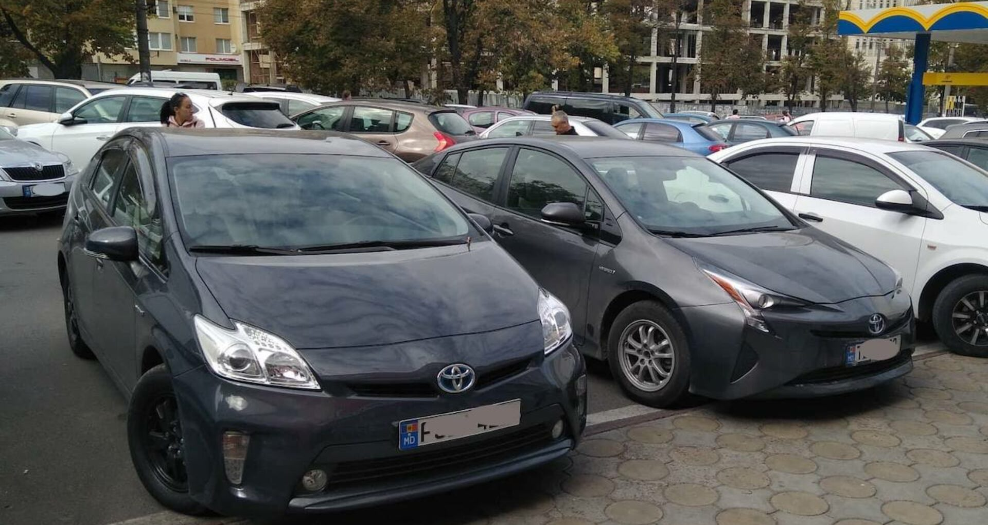 Guvernul insistă pe anularea reducerii de 50% la importul mașinilor hybrid. Cum își argumentează poziția