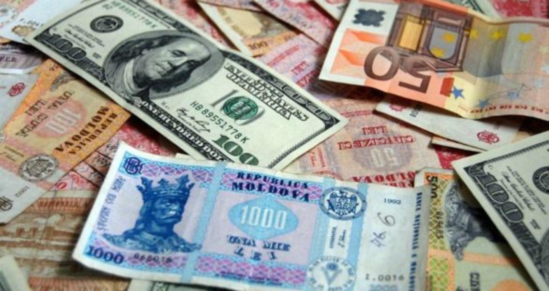 În luna octombrie leul moldovenesc s-a depreciat cu aproape 2% față de dolarul american