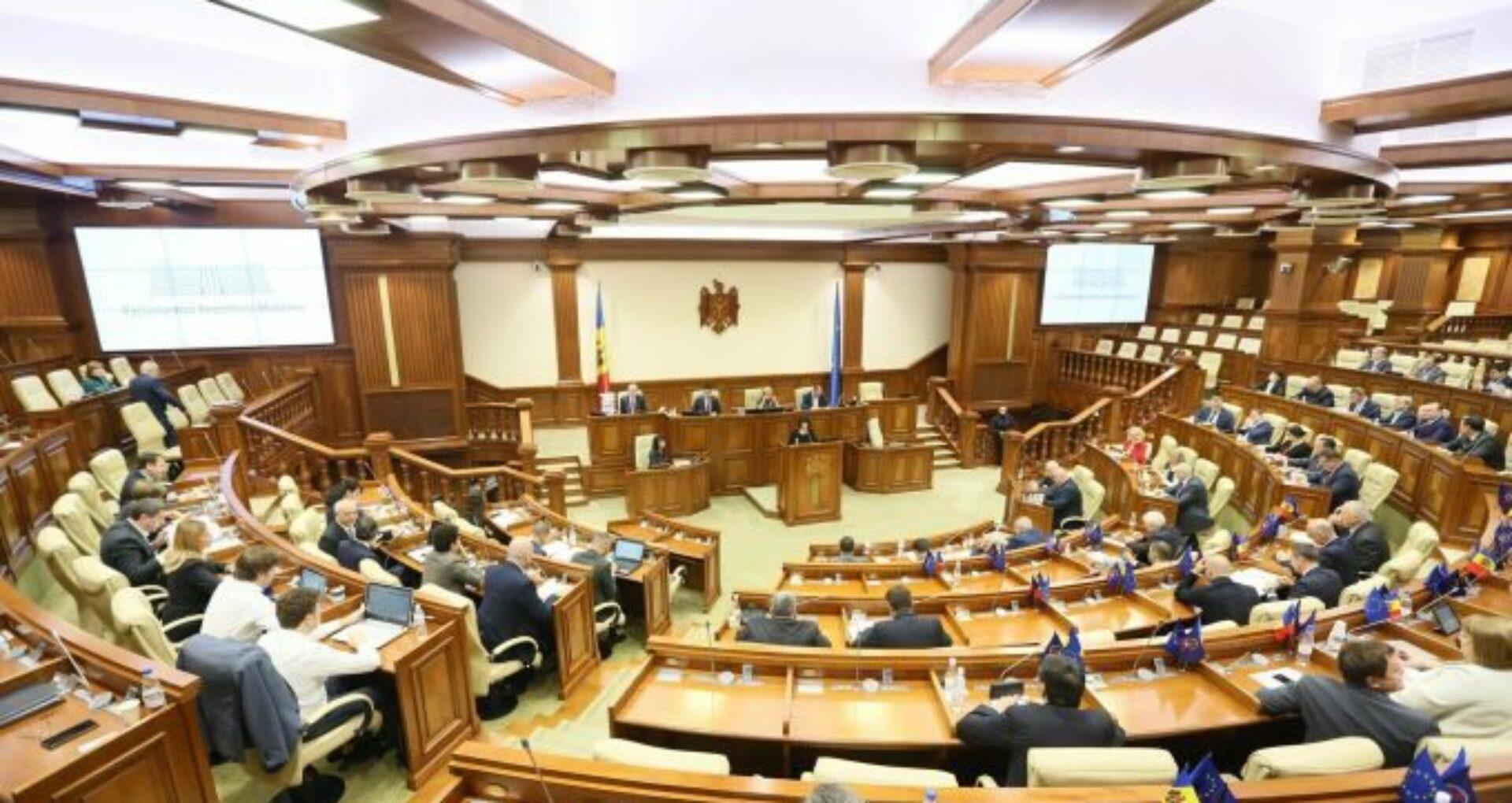 Cum argumentează reprezentanții Parlamentului necesitatea procurării a 110 tablete pentru deputați