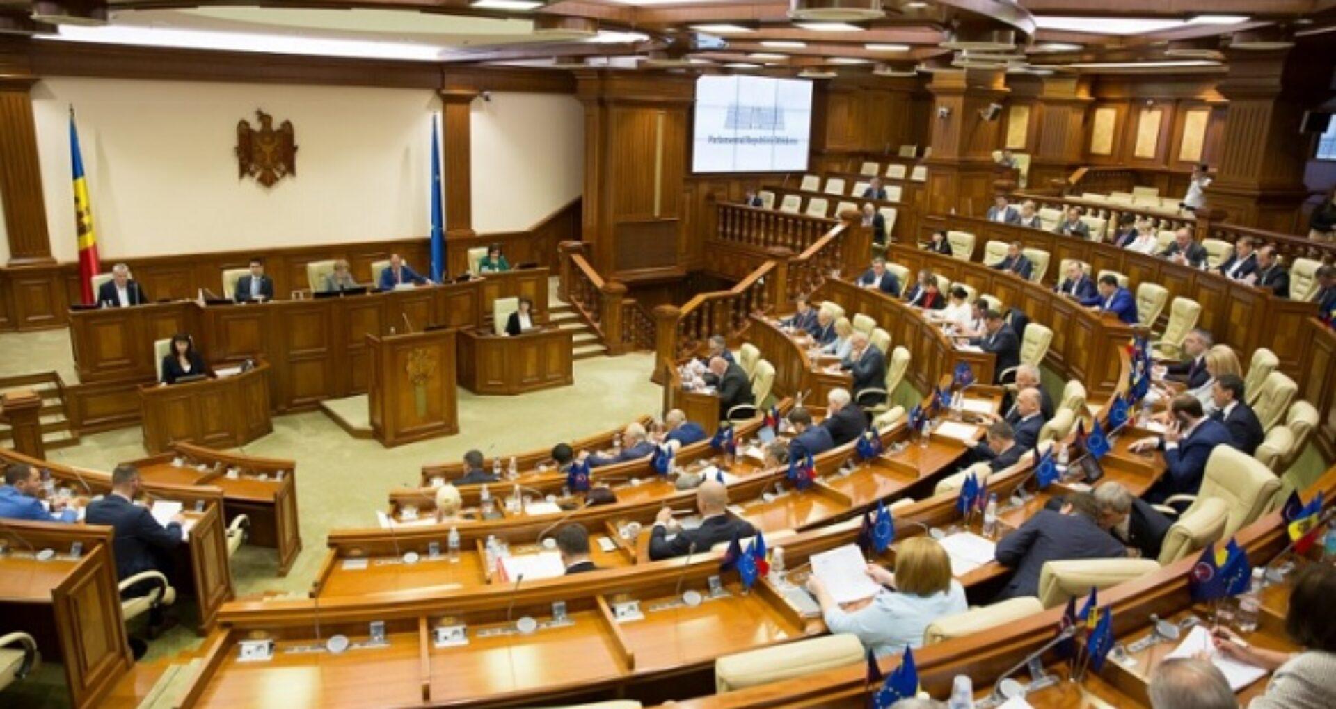 Petițiile care vor colecta 10.000 de semnături vor putea fi discutate în plenul Parlamentului