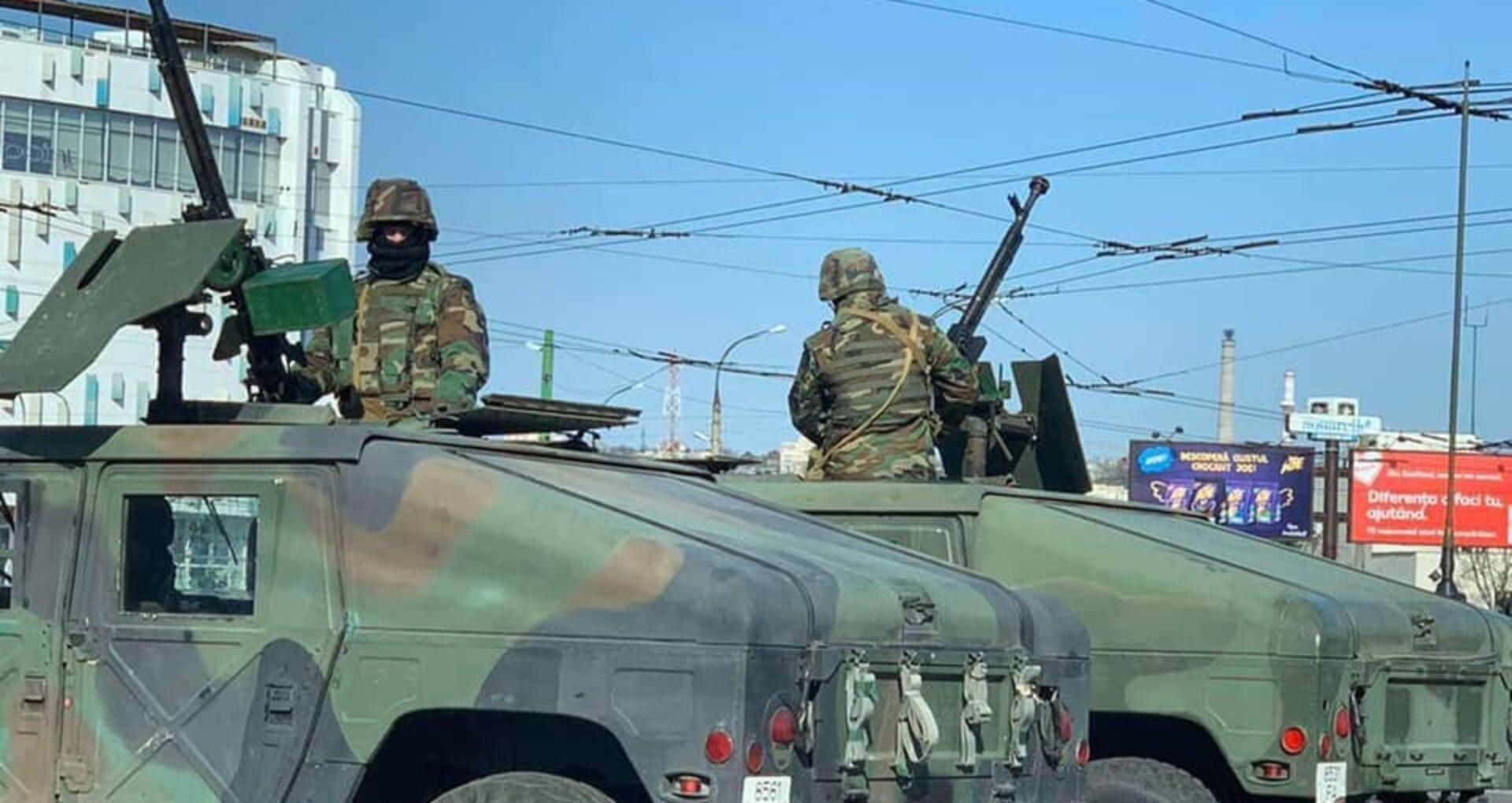 FOTO/ Zeci de blindate, pe străzile capitalei: Ce spune Ministerul Apărării despre armele de pe mașini
