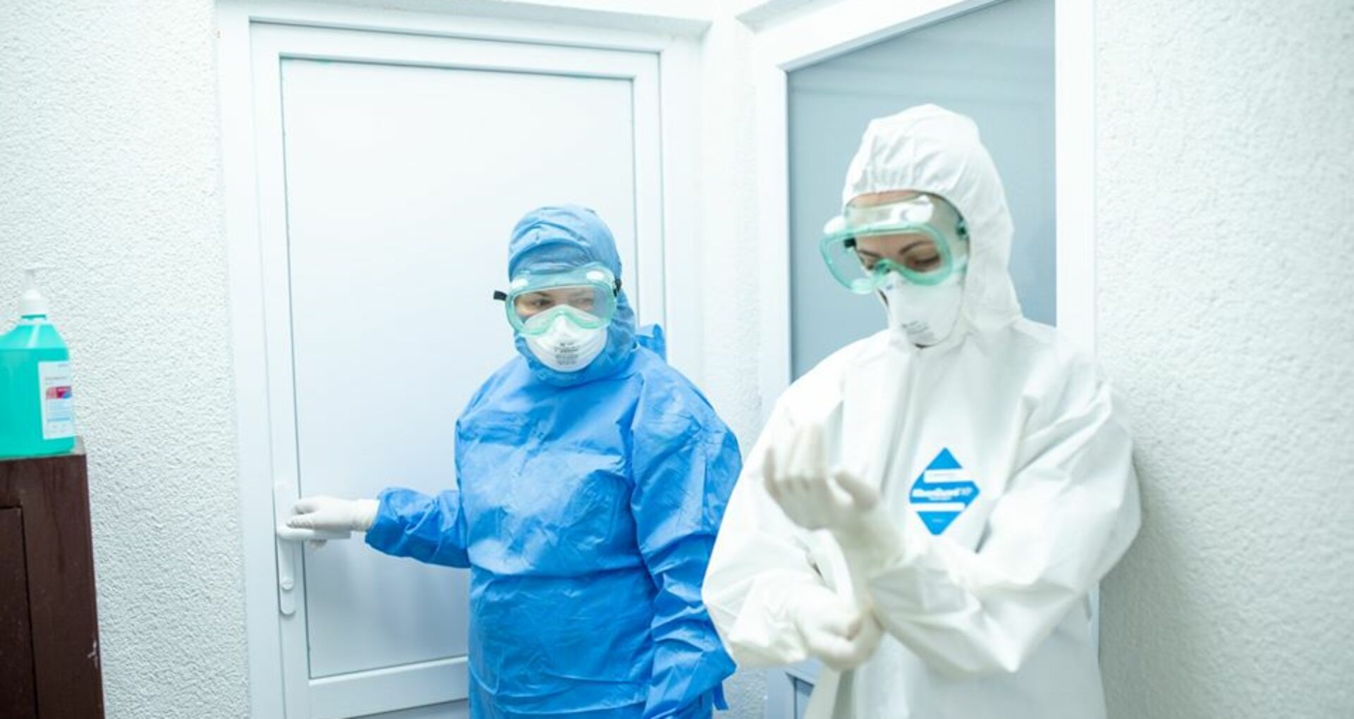 """""""Lucrătorii medicali vor deveni o armă biologică"""". Mărturiile medicilor de la IMU"""