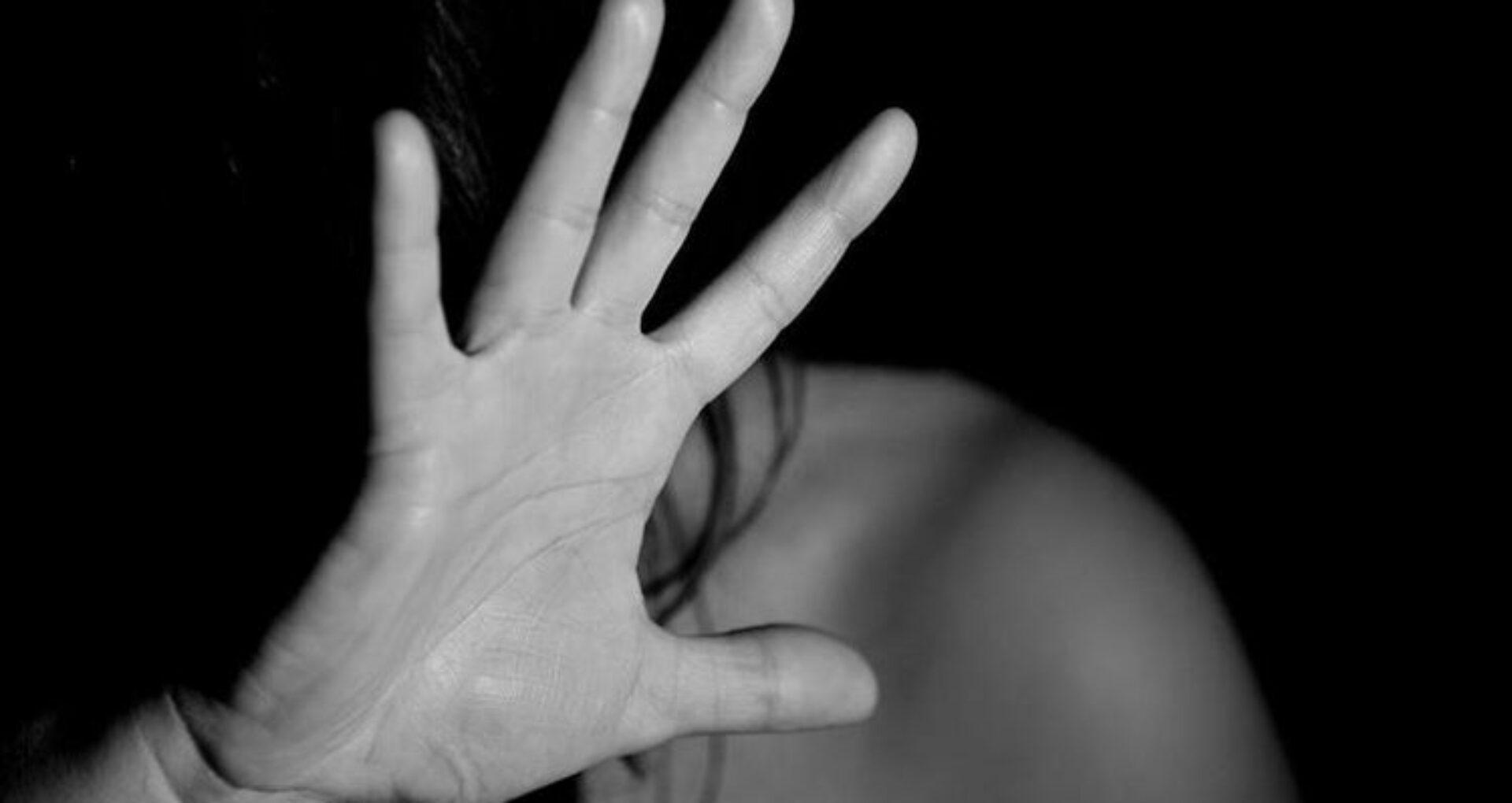 Cei trei minori învinuiți că și-au violat fosta colegă de clasă, trimiși în judecată. Ce pedeapsă riscă dacă vor fi găsiți vinovați