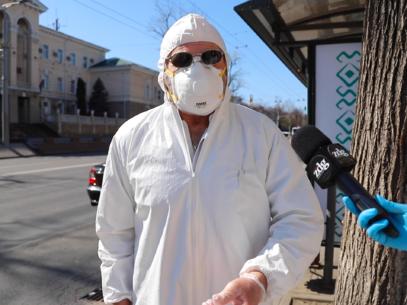 VIDEO/ Omul în alb: cum să te protejezi 150 % de COVID- 19