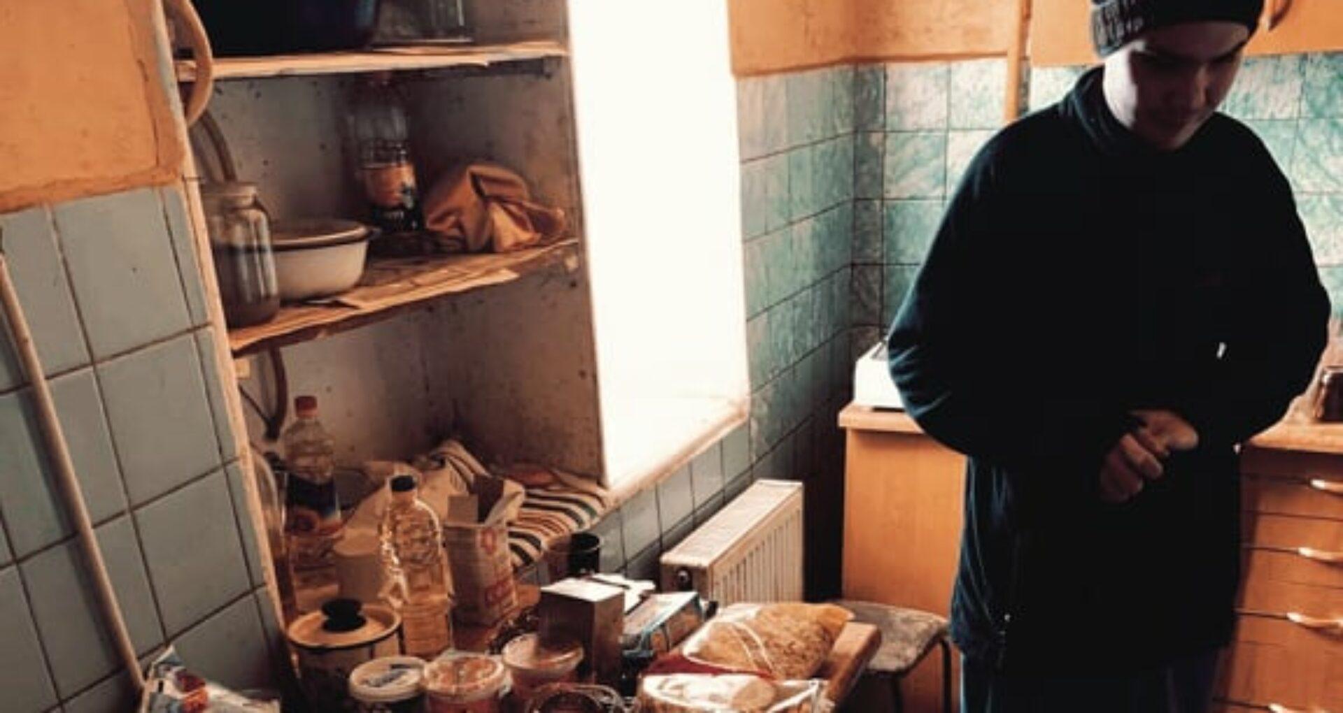 Întunericul lui Marin s-a luminat. A primit produse și i-a fost stinsă datoria pentru alimente