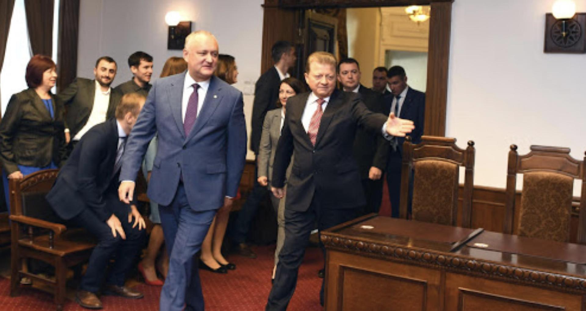 ONG-uri: Politicienii trebuie să înceteze intimidarea judecătorilor