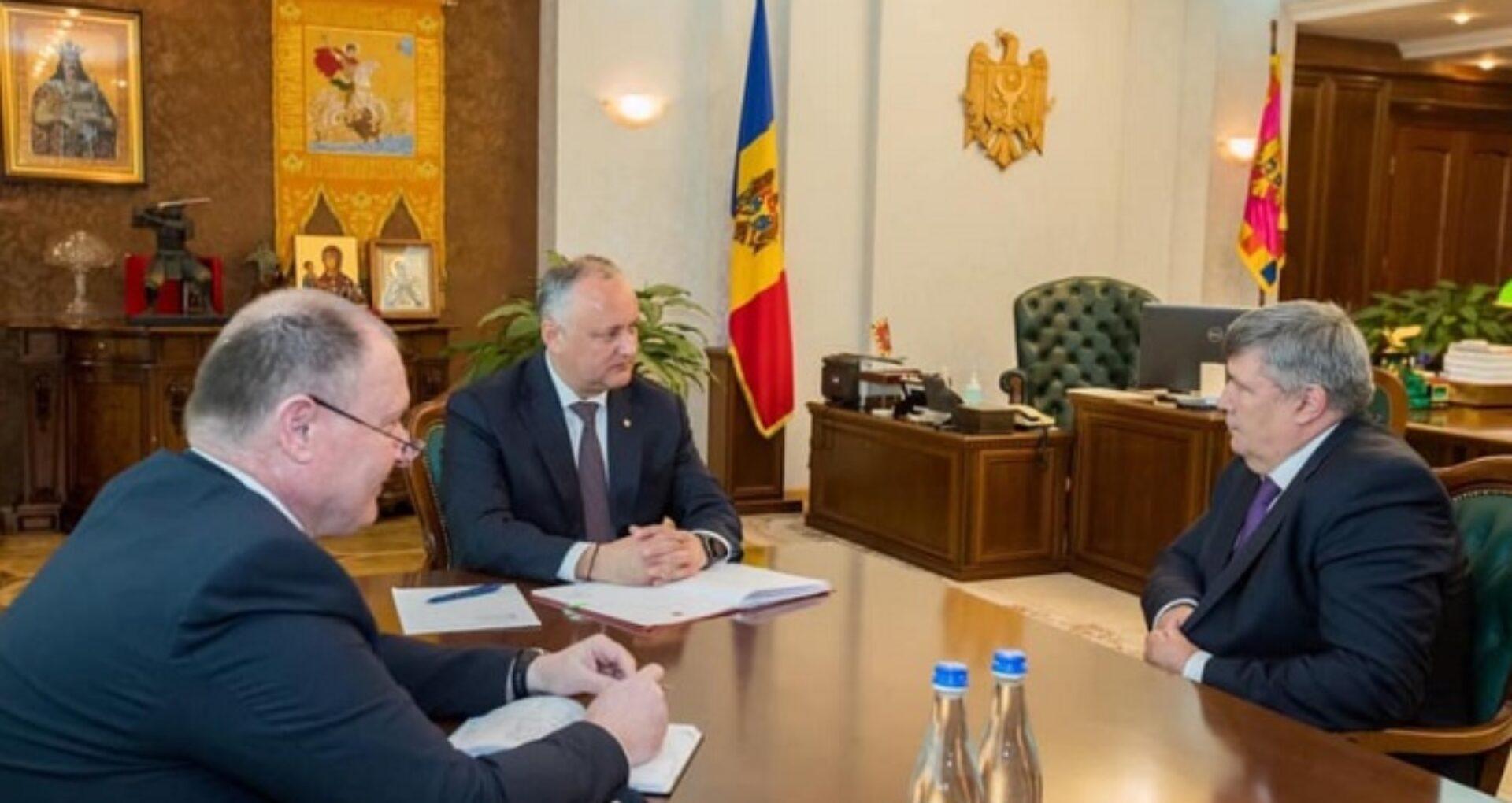 Președintele Dodon a semnat decretele de numire în funcție a celor 7 noi ambasadori ai R. Moldova în alte state