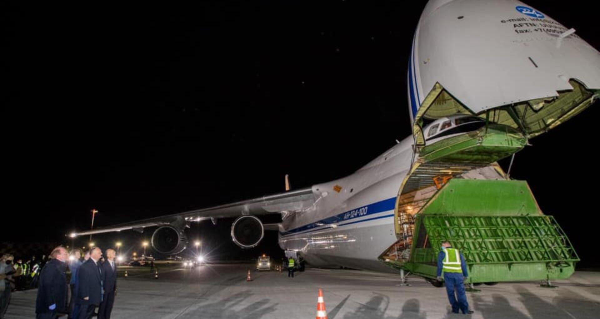 """59 de tone de combustibil din R. Moldova pentru avionul """"gratuit"""" pus la dispoziție de Rusia pentru a transporta echipamentele medicale din China. Compania care l-a oferit, scutită de plata impozitelor"""