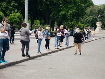 """FOTO, VIDEO/ Protest în fața Guvernului: """"Vreau să lucrez"""""""