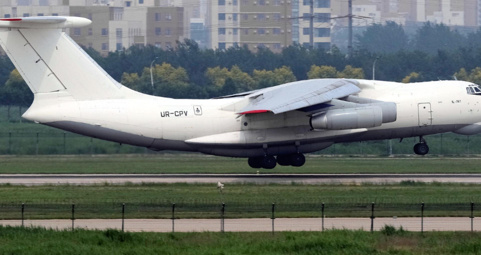 Foto/ Un avion ucrainean, gestionat de o companie suspectată de implicare în comerț ilegal cu arme, a staționat șase zile pe Aeroportul Internațional Mărculești. Precizările autorităților