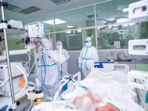 Alte 19 persoane, printre care și un medic, răpuse de COVID-19