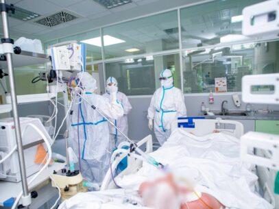 DOC/ Familiile lucrătorilor medicali care au fost răpuși de COVID-19 vor primi o indemnizație unică de 100.000 de lei
