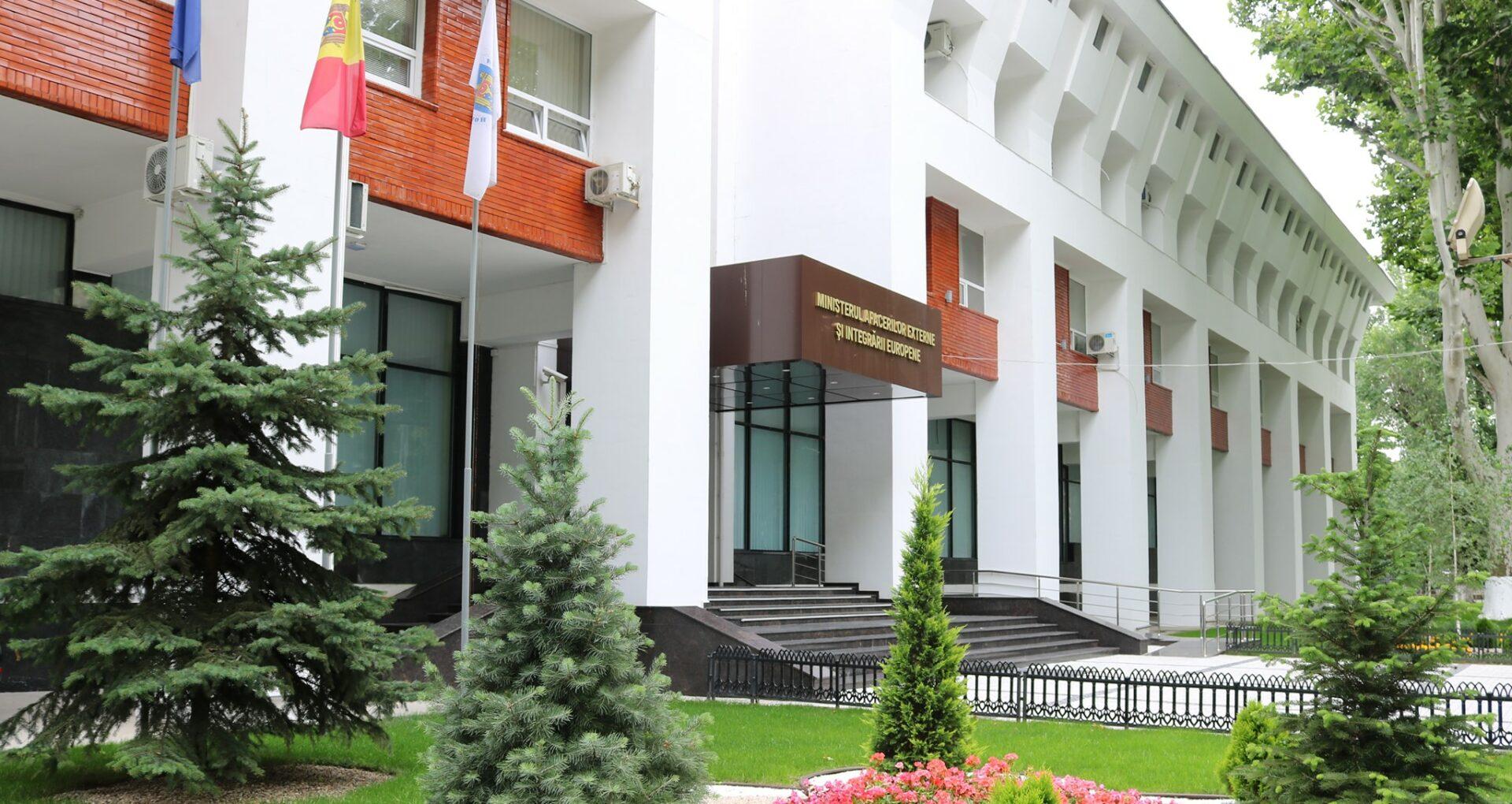 Marea Britanie ar fi intenționat să trimită solicitanți de azil în R. Moldova. Ce spune MAEIE