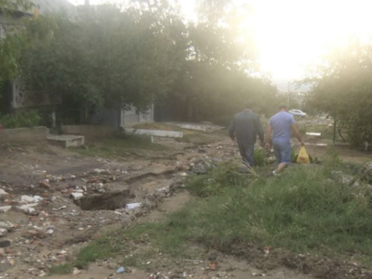 Guvernul promite bani pentru rebilitarea drumurilor distruse de ploile torențiale în 3 localități din raionul Ialoveni