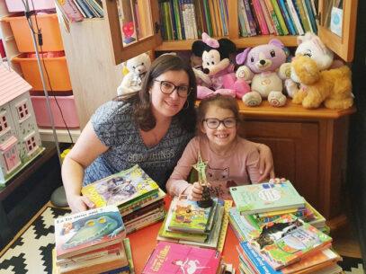 Povestea fetiței de 7 ani care a citit 100 de cărți în 10 săptămâni