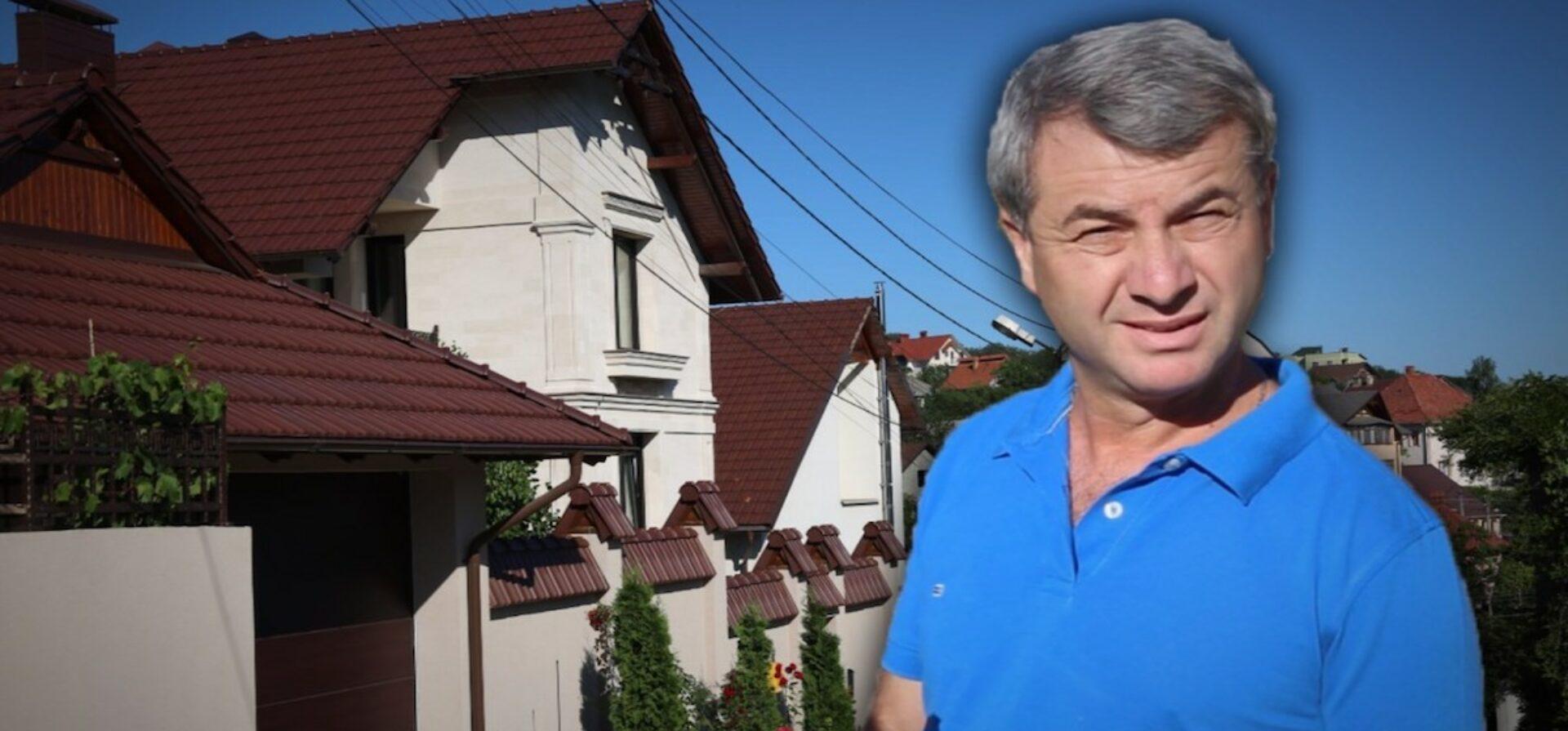 """VIDEO/ Casa cu trei niveluri, """"nefinisată"""" și nedeclarată, în care l-am găsit pe șeful socialiștilor din Parlament"""