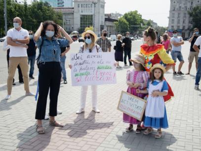 FOTOREPORTAJ/ Mai mulți prestatori de servicii au protestat în PMAN împotriva Guvernului condus de Ion Chicu