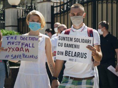 """GALERIE FOTO/ Protest la Ambasada Republicii Belarus la Chișinău, în contextul situației din Belarus: """"Rezistă, Belarus!"""""""