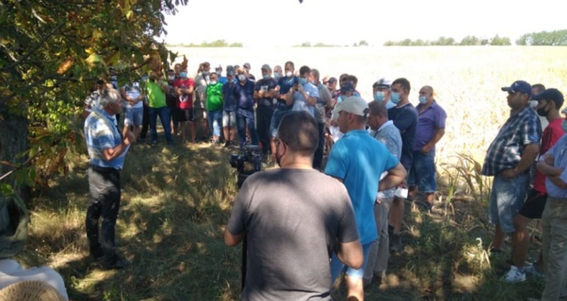 Galerie foto/ Protestele agricultorilor în mai multe raioane din R. Moldova: Oamenii sunt gata să blocheze șoseaua și să protesteze săptămâni în șir