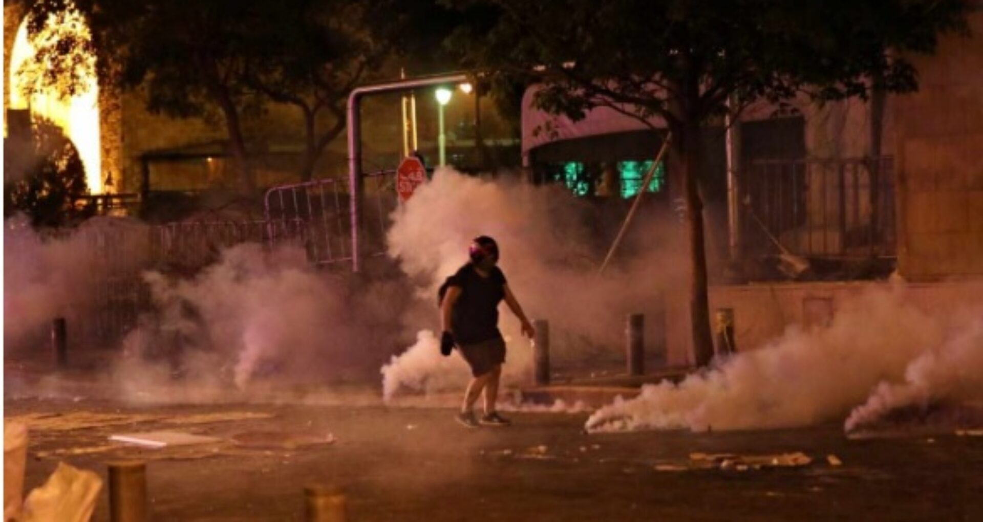 Demisia guvernului de la Beirut nu a calmat spiritele în Liban. Protestele violente au continuat și în a treia noapte