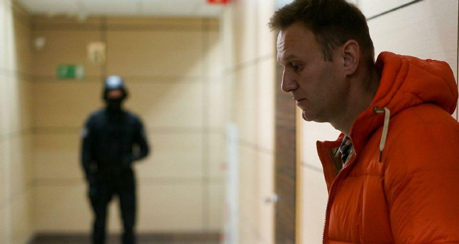 FBK: Alexei Navalny a fost otrăvit cu o substanță extrem de periculoasă, inclusiv pentru cei ce sunt în preajmă. Medicii din Omsk refuză transportarea sa în străinătate