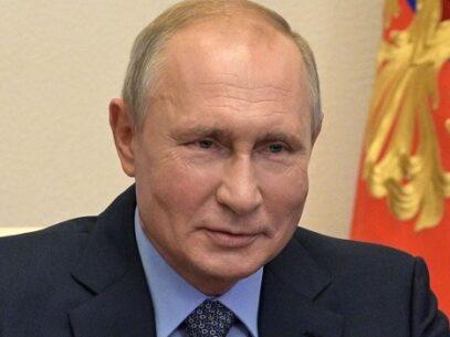 Vladimir Putin anunţă că Rusia a înregistrat primul vaccin anti-COVID-19 din lume, iar o fiică a sa şi l-a injectat