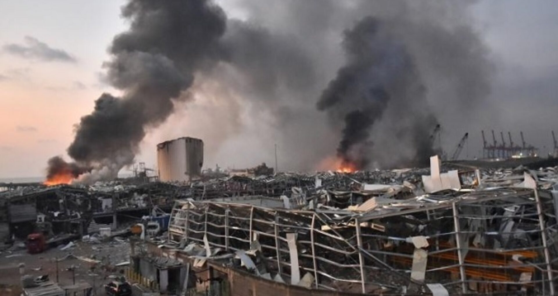 Explozia din portul din Beirut: un judecător cere declanşarea de investigaţii împotriva a trei miniştri