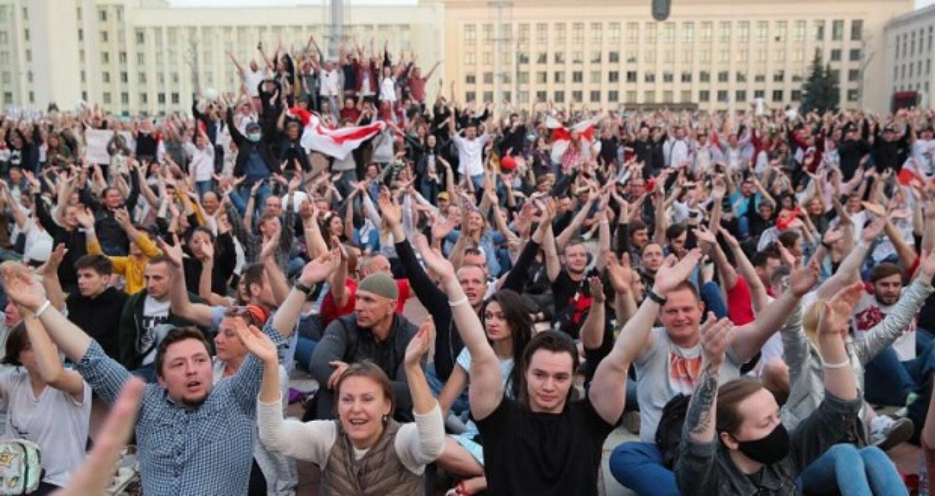 FOTO/ Manifestațiile împotriva lui Aleksandr Lukașenko iau amploare. Primul semn că regimul începe să se teamă