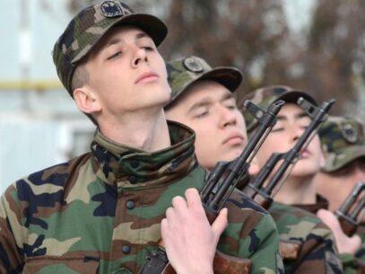 Serviciul militar în termen. Cine poate beneficia de scutirea sau de amânarea încorporării