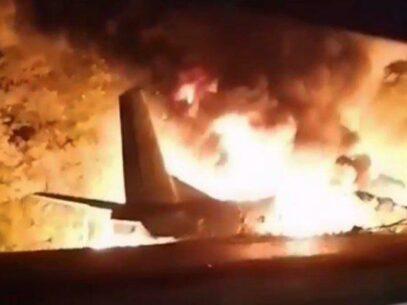 VIDEO, FOTO/ Un avion militar s-a prăbușit lânga Harkov, Ucraina. Cel puțin 18 persoane au decedat pe loc