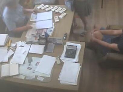 """VIDEO/ Imagini video cu camera ascunsă, despre """"vânzarea locurilor de înmormantare la cimitirul Sfântul Lazăr"""": """"Hai dați banii încoace"""". Ultimele detalii de la CNA"""