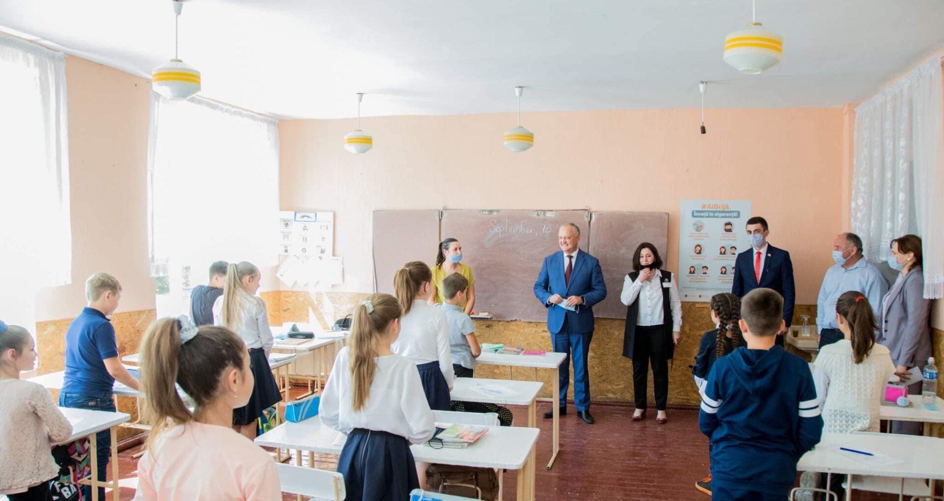 Ministrul Șarov, după ce Dodon a fost surprins fără mască în școală: Gesturi sfidătoare, plasarea samavolnică deasupra legii. MECC condamnă orice manifestare de nerespectare a prevederilor deciziilor CNESP