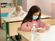 401 elevi și 426 de profesori, infectați cu Covid-19, iar peste 8 mii de copii – plasați în carantină. Autoritățile au anunțat care este situația și în grădinițe