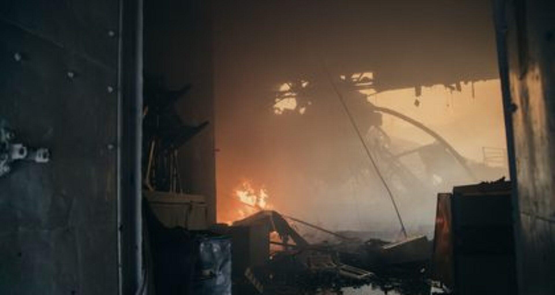 FOTOREPORTAJ/ Imagini din interiorul și exteriorul Filarmonicii Naționale, unde flăcările au afectat o suprafață de circa 3.500 de metri pătrați