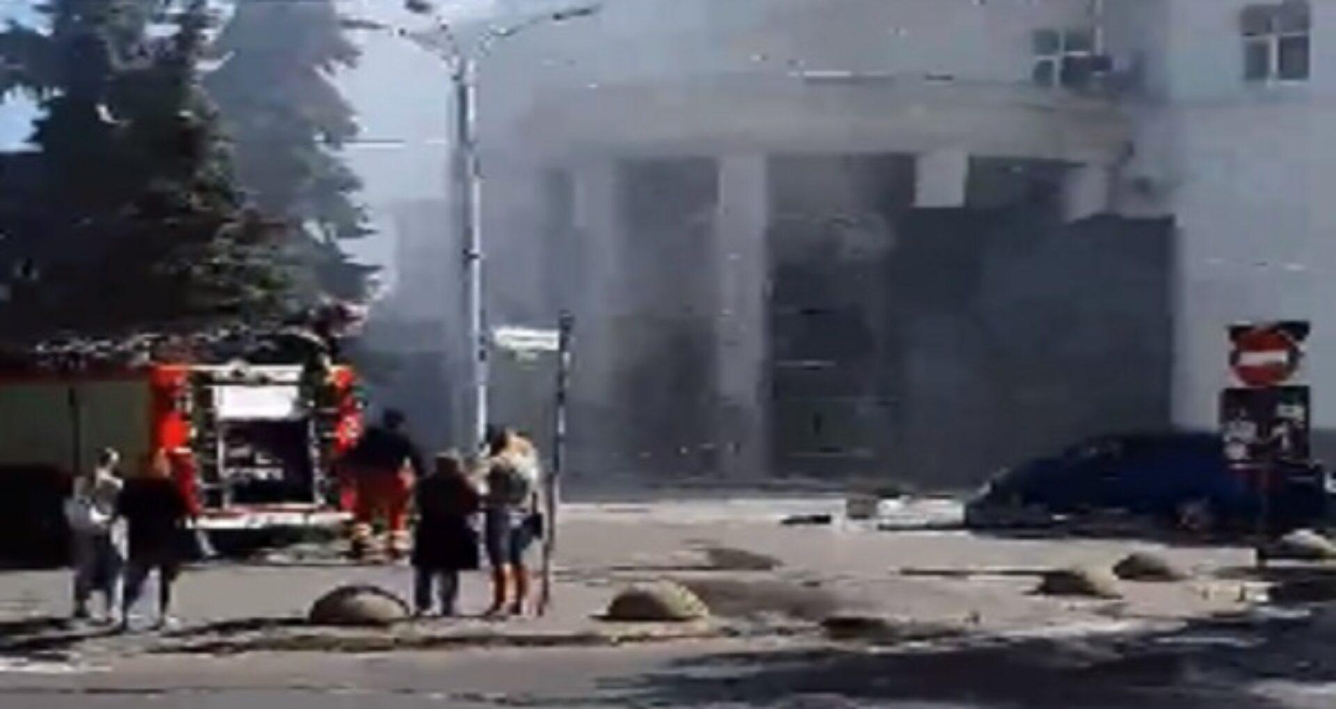 """FOTO/ Incendiu la Filarmonica Națională: 8 echipaje de pompieri – la fața locului. IGSU: """"A fost creat statul major"""". Informații actualizate"""