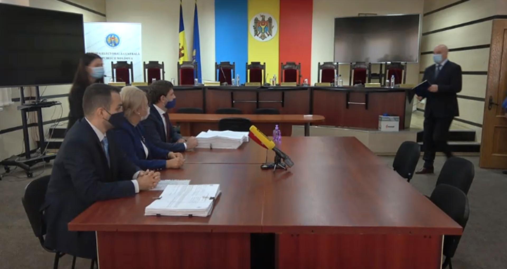 LIVE/ Violeta Ivanov depune listele cu semnături la CEC
