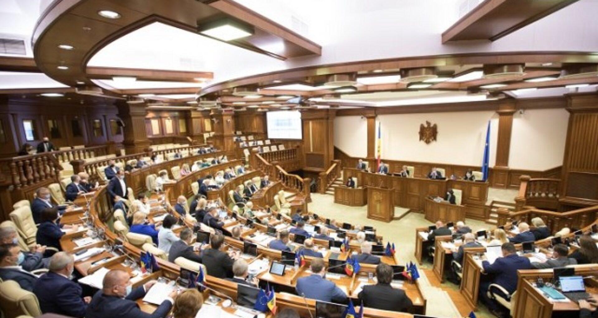 Comisia pentru investigarea circumstanțelor atacului de tip raider asupra băncilor și companiilor de asigurări a prezentat raportul în plenulul Parlamentului