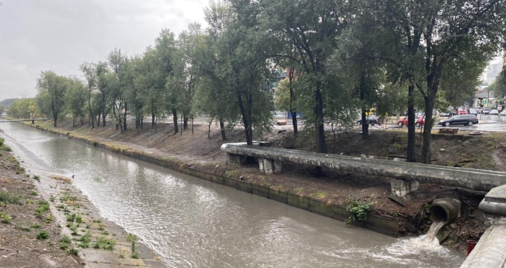 Ceban, după ploaia de azi: Toate serviciile municipale sunt antrenate în sectoarele capitalei pentru a lichida consecinţele provocate de ploaie