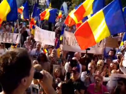 """Protest anti-măști în București. Medicii sunt îngrijorați: """"E o lipsă de respect față de pacienți și personalul medical"""""""