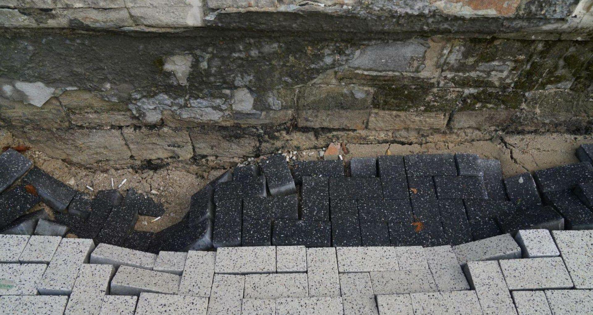 Viceprimarul Chironda, după ce porțiuni de trotuar au rămas fără pavaj: Lucrul nu a fost terminat