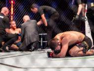 VIDEO/ Khabib Nurmagomedov a îngenuncheat și a plâns în Octagon. După ce și-a învins adversarul și-a anunțat retragerea din UFC